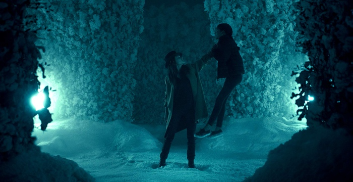 Rose the Hat grabs Abra by the throat in the wintry maze in Doctor Sleep 2019