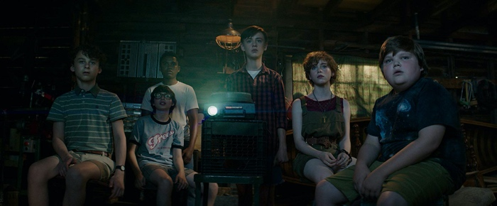 Stan, Mike, Richie, Bill, Beverly and Ben watching slides in It Chapter One 2017