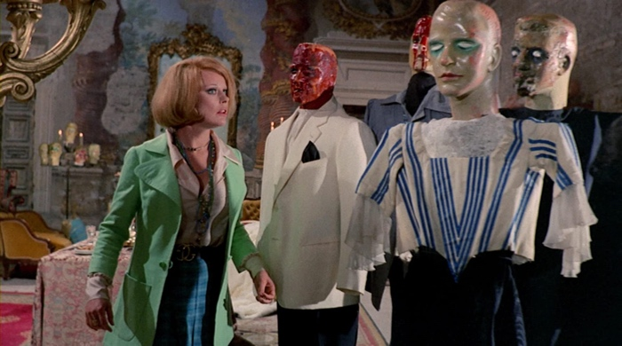 Lisa discovering the mannequins in Lisa and the Devil 1973