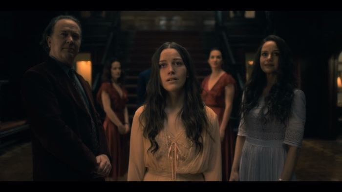 Nell with Hugh and Olivia and her siblings in Hill House in The Haunting of Hill House season 1