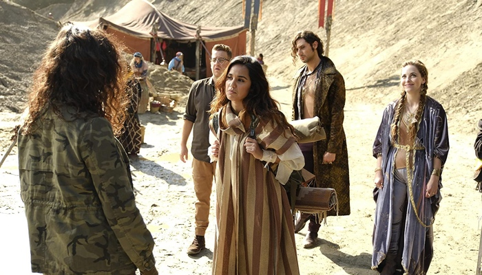 Margo, Fen, Eliot, Josh and Kady in the desert in Fillory in The Magicians season 4