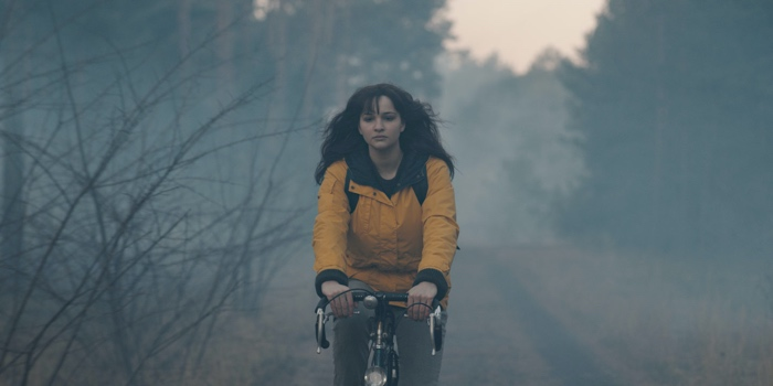 Alternate Martha on her bike in Dark season 3