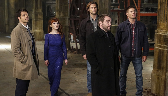 Cass, Rowena, Sam, Crowley and Dean facing God in Supernatural