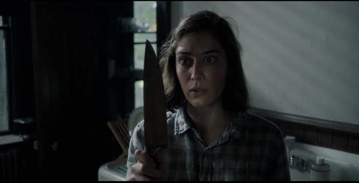 Annie Wilkes holding a knife in Castle Rock season 2