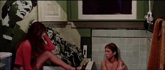 Laura and Toni in the bathroom in Messiah of Evil 1973