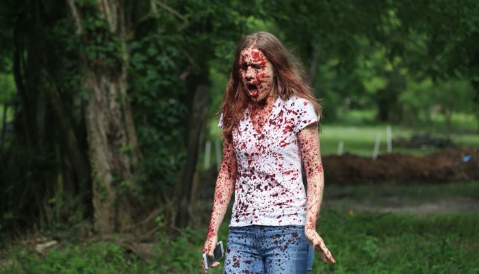 Emma Duval covered in blood in Scream season 1