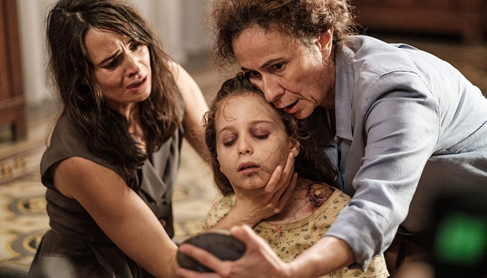 Emma and Teresa trying to cure Sofia in The Binding/ Il legame 2020