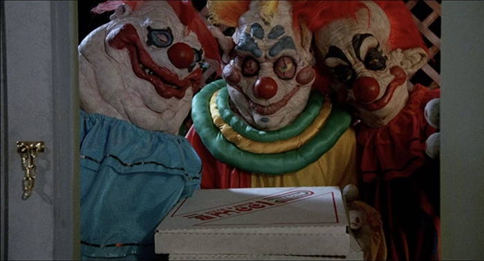 Clowns delivering pizza in Killer Klowns from Outer Space 1988