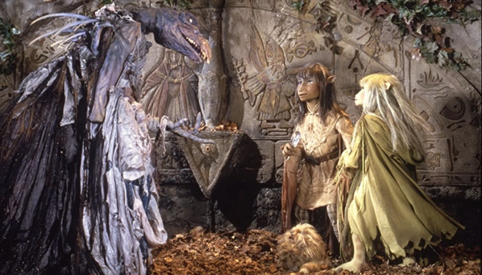 Jen and Kira and Fizzgigg against a Skeksis in The Dark Crystal 1982